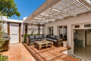 Sea Point Villa : villa-rental-holiday-accommodation-cape-town-sea-point-ocean-view-terrace-OUTSIDE02-1