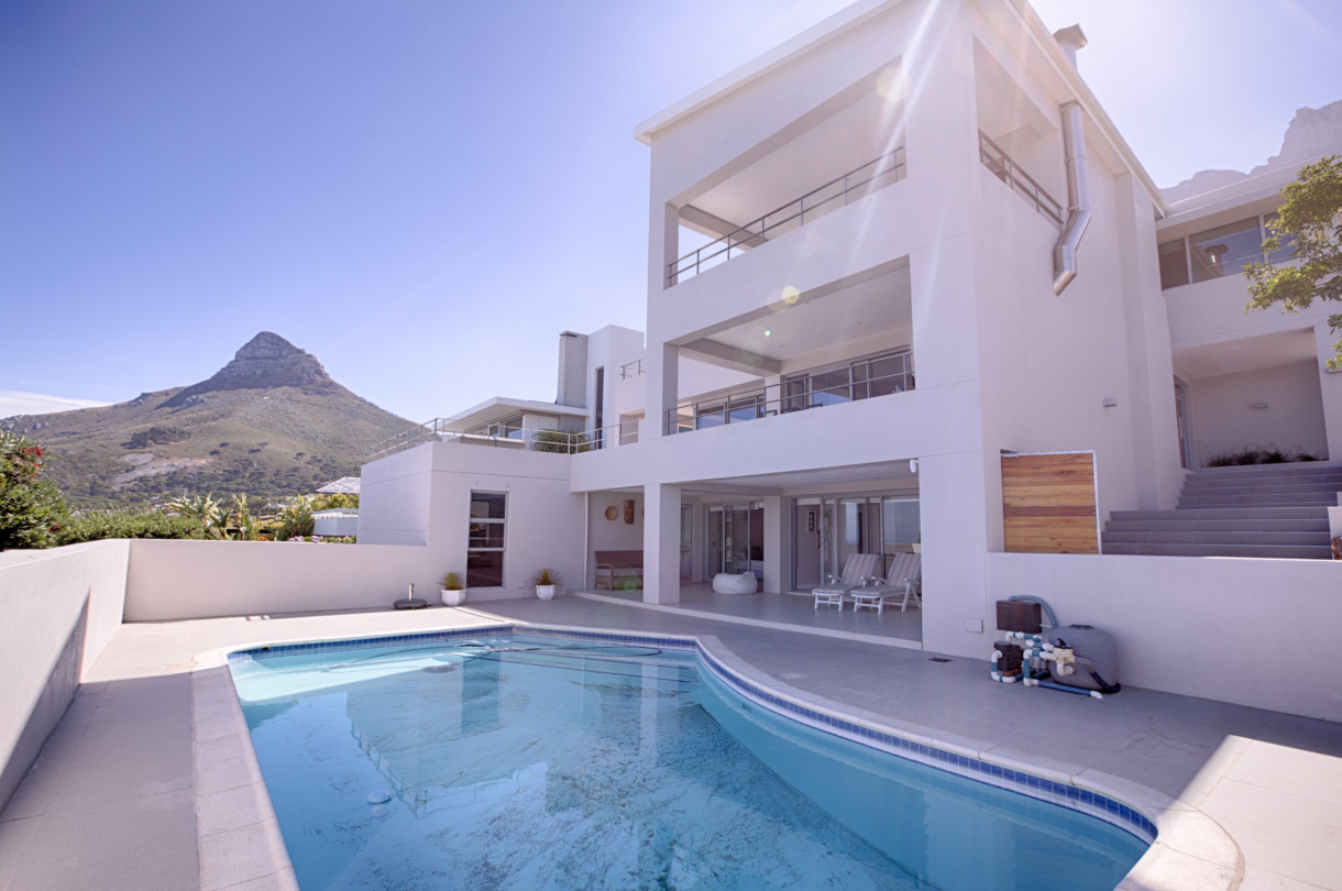 Cape Town Holiday Rentals with		 		 	Pool Room