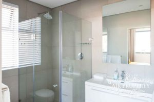 Sea Point Apartment : Sea Point Deluxe Bathroom1