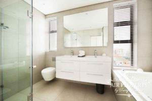 Sea Point Apartment : Sea Point Deluxe Bathroom2