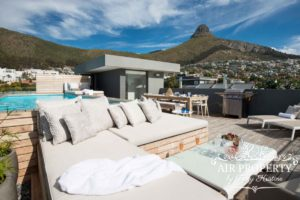 Sea Point Apartment : Sea Point Deluxe Deck With Lions Head