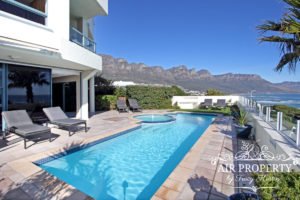Clifton Apartment : 3 Bedroom Clifton Pool And Loungers 2