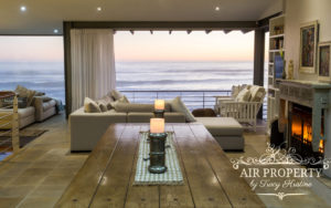 Misty Cliffs Villa : 3 Bed Misty Cliffs Dinning Room With Lounge And Fireplace