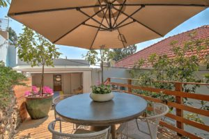 Green Point Apartment : Back Terrace with hot tub 45