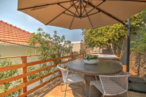Green Point Apartment : Back Terrace with hot tub 46