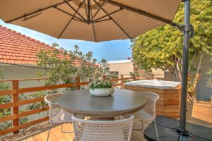 Green Point Apartment : Back Terrace with hot tub 48