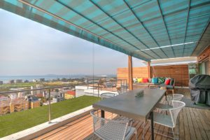 Green Point Apartment : Large Wooden Deck Terrace 26