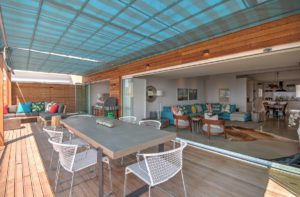 Green Point Apartment : Large Wooden Deck Terrace 27