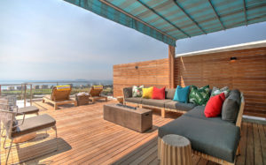 Green Point Apartment : Large Wooden Deck Terrace 28