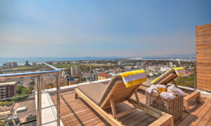 Green Point Apartment : Large Wooden Deck Terrace 31