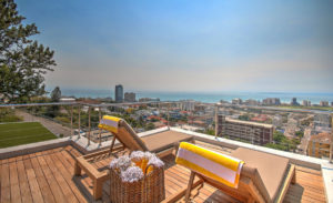 Green Point Apartment : Large Wooden Deck Terrace 32