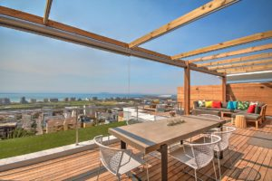 Green Point Apartment : Large Wooden Deck Terrace 35
