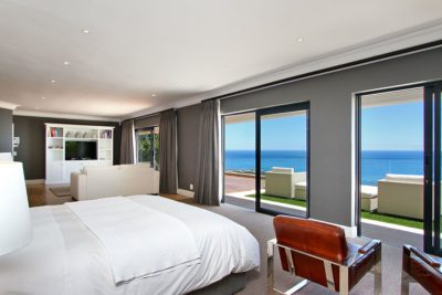Camps Bay Villa : Master bedroom