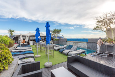 Green Point Apartment : ROOFTOP POOL AND BAR 3
