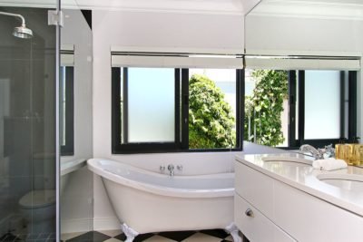 Camps Bay Villa : shared bathroom