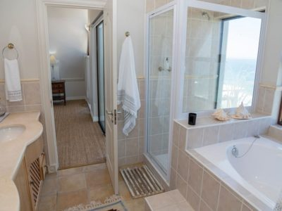 Wilderness Villa : luxury villa bathroom
