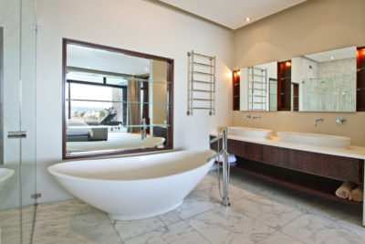 Camps Bay Villa : Bedroom 2 bathroom pic 2