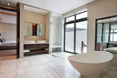 Camps Bay Villa : Bedroom 4bathroom pic 1