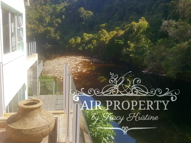 Holiday Rentals in Cape Town / River House