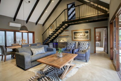 Garden Route Villa : Villa-2-lounge-with-fireplace