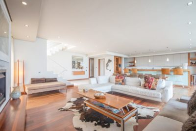 Camps Bay Villa : GBV 1 – LOUNGE TO KITCHEN