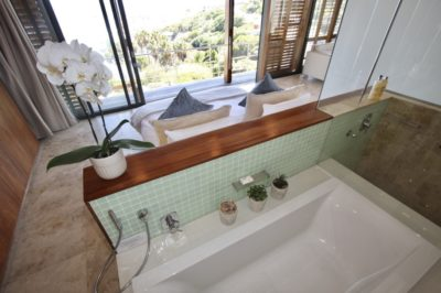 Camps Bay Villa : GBV2 – BATHROOM 1 – to main bed and view