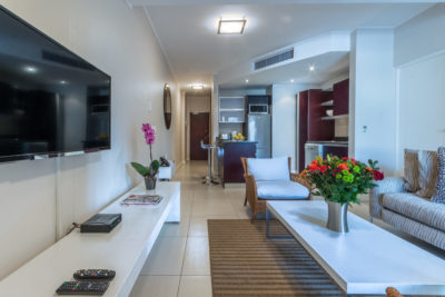 Green Point Apartment : Open Plan Lounge and Kitchen