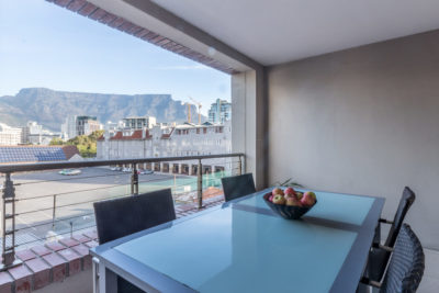 Green Point Apartment : Pation with views of Table Mountain 19