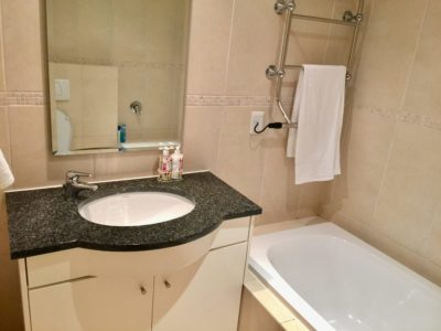 Mouille Point Apartment : First bedroom bathroom
