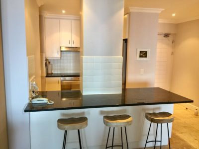 Mouille Point Apartment : Kitchen counter