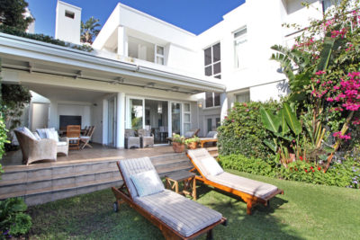 Camps Bay Villa : Loungers and Garden