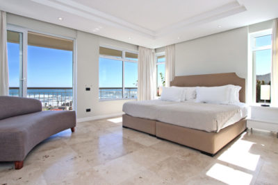 Camps Bay Villa : Master bedroom Pic 3
