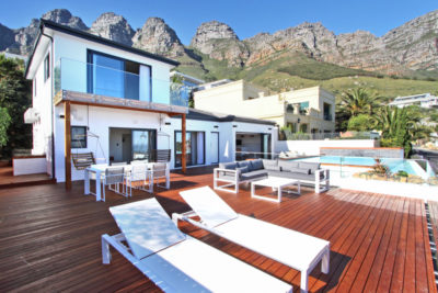 Camps Bay Villa : Outdoor Dining front