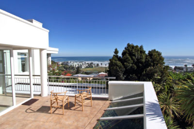 Camps Bay Villa : Third bedroom exterior Pic 2