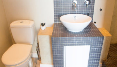 Cape Town CBD Apartment : Air_Property_City_accommodation_balcony_Bathroom1