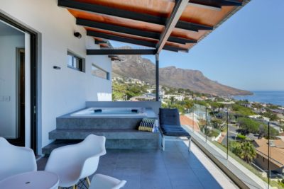 Camps Bay Apartment : Air_Property_Valiant_jacuzzi