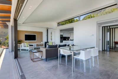 Camps Bay Apartment : Air_Property_Valiant_patio