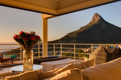 Camps Bay Villa : Air_property_luxury_villa_camps_bay_silver_lining_lounge_view