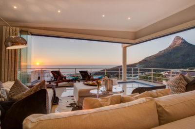 Camps Bay Villa : Air_property_luxury_villa_camps_bay_silver_lining_lounge_view3