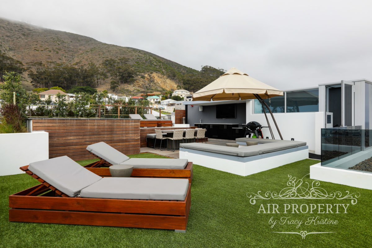 Cape Town Holiday Rentals with		 		 	Communal BBQ area