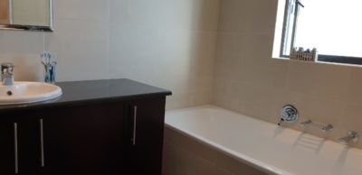 Sea Point Apartment : 3 Bedroom secure apartment Upper Seapoint with pool (1)