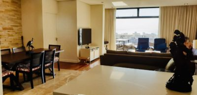 Sea Point Apartment : 3 Bedroom secure apartment Upper Seapoint with pool (2)